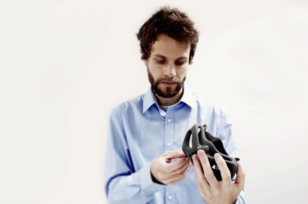 Gaczorek designing the mask with the help of netfabb