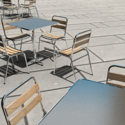 table and chair ( 248.94KB jpg by perspec )