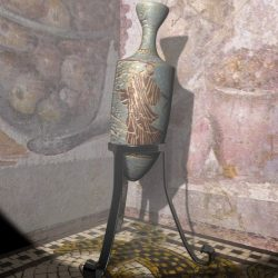Roman Amphora ( 450.93KB jpg by supercigale )